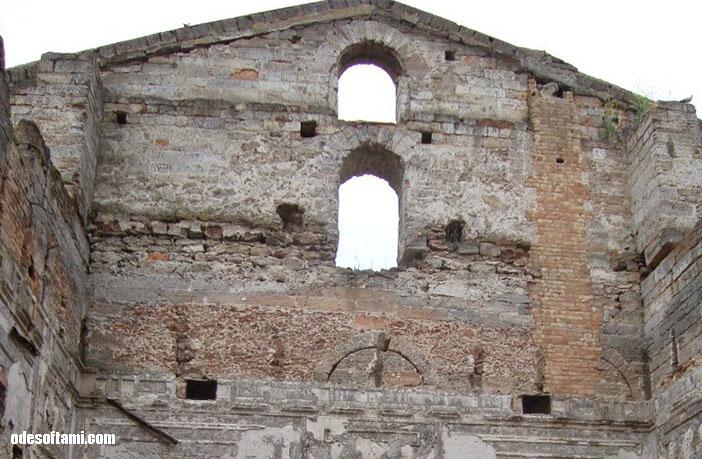 Фото внутри - замок в с. Петровка, Одесской области