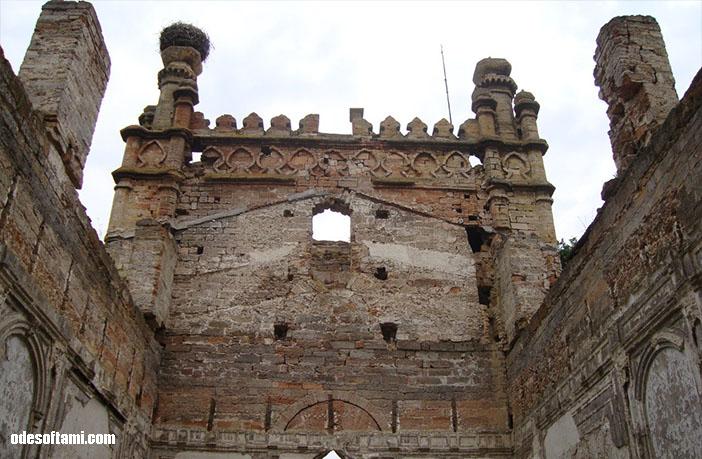Внутри - замок в с. Петровка, Одесской области