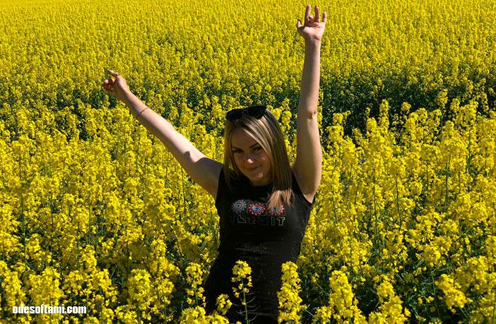 По пути в Фотосессия в рапсовом поле, Львов - odesoftami.com