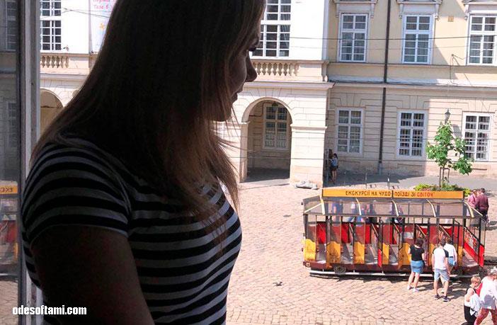 Ирина Буслаева и вид на город из Масонской ложе, Львов - odesoftami.com