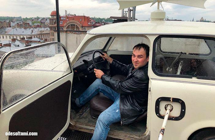 Машина с веслами, дом легенд, Львов - odesoftami.com