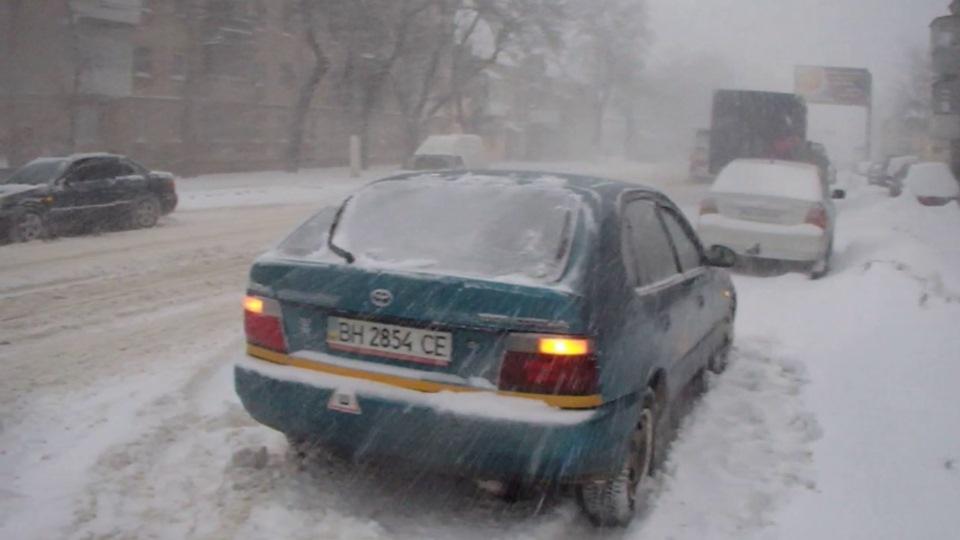 За что любить эту страну? Если даже снег убрать лень с улиц...