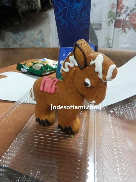 Ребенок решил занизить лошадку)))